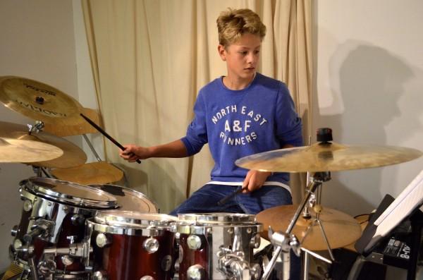 kleiner Schlagzeuger